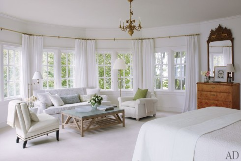 item10.rendition.slideshowHorizontal.victoria-hagan-16-master-bedroom