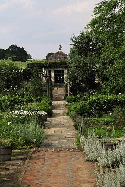 18- Bunny_Mellon_Garden _Path_2