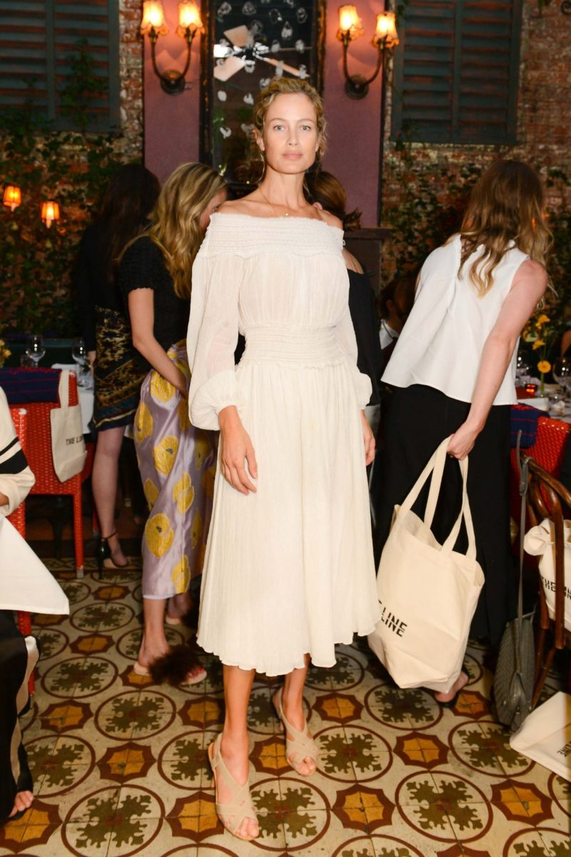 MDS-BD/81- Carolyn Murphy in Off-the-shoulder perfection